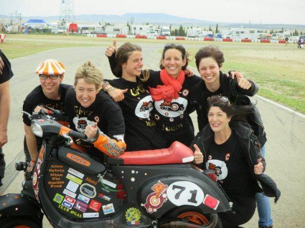 70ties girls 24h Vespa Rennen