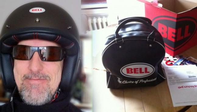 Bell Helm Gewinner fährt Vespa