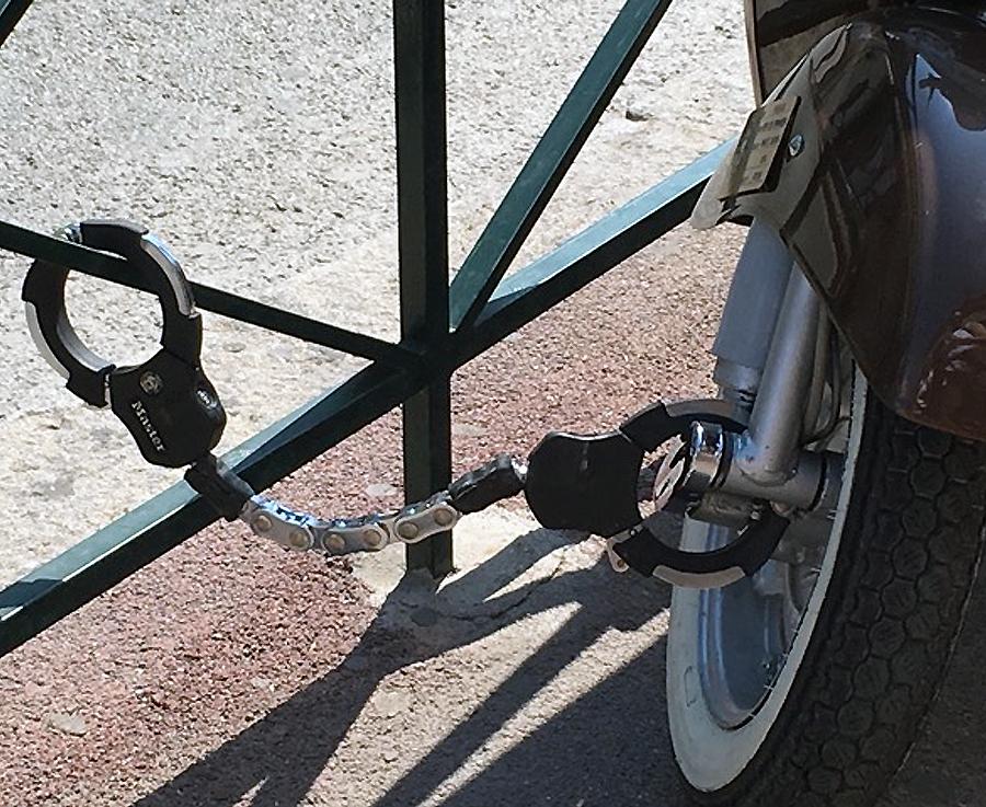 Dispositivo di blocco a forma di manette Masterlock per scooter