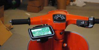 """Smartphonehalter (bis 5,5"""") -MRP- universal für handgeschaltete Vespamodelle - Montage unter Lenker an Spiegelverschraubung"""
