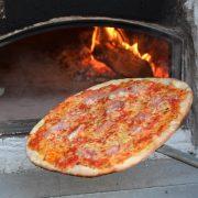 Leckere Pizza von Pizza Prinzip auf der Scooter Customshow Köln