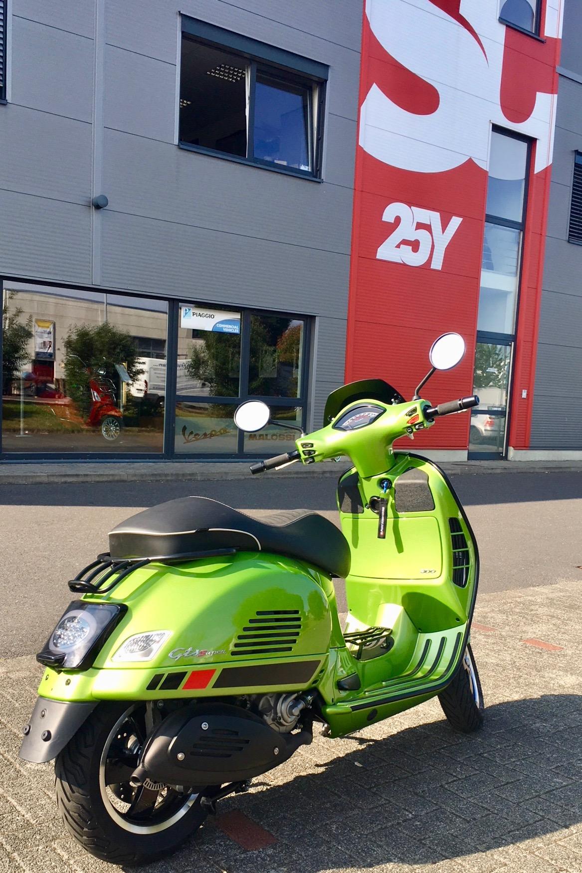 Vespa GTS mit unserer kleinen Moto Nostra Sport Scheibe mit TÜV/ABE