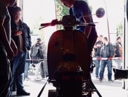Motorroller Prüfstand am Teilemarkt geöffnet
