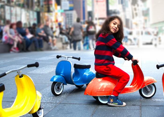 Neue Retro Kinder Tretroller im Vespa-Style – Primo Ride On