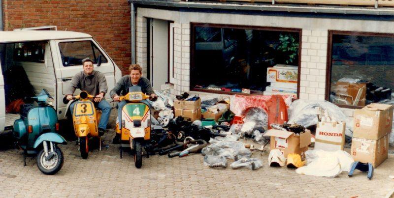 Scooter Center Ulf & Oliver mit Rollern und Teilen aus England
