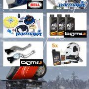 "Parmakit Zündung Accens. READY TO RACE Vespa ET3 cono 20 Parmakit Zylinderkit G.T ""READY TO RACE"" ET3 d.60 ""Campione d'Europa 2015"" 1 x BGM4600 Bremshebel-Set -BGM PRO Sport, einstellbar + klappbar- Vespa GT, GTL, GTS – schwarz BGM4600 Helm BELL Bullit Chemical Candy blue Grösse L 1 x 3 BGM4000 Vollsynthetisches 2-Takt Öl 5x Scooter Center Home of bgm Sponsor PACK"